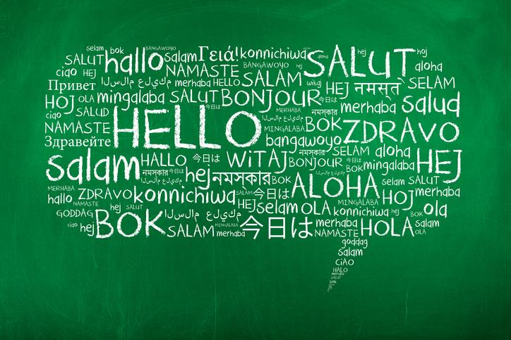 Hej på många språk som en pratbubbla